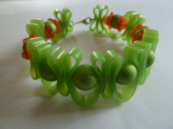 bracelet-bracelet-girly-silicone-ton-vert-et-3701925-p1050396-a9c11_big