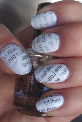 Source : http://www.beautybymissl.com/2011/07/notd-newspaper-print-nails.html