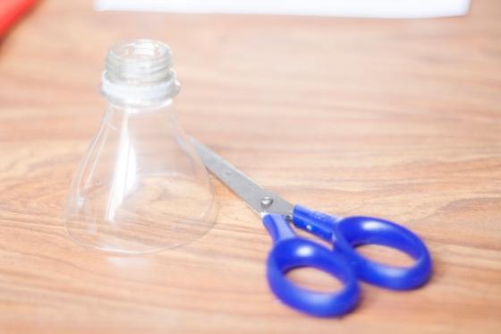 DIY boucles d'oreilles plastique de bouteille 05