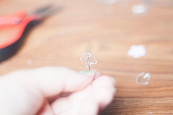 DIY boucles d'oreilles plastique de bouteille 17