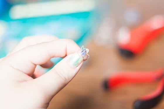 DIY boucles d'oreilles plastique de bouteille 19