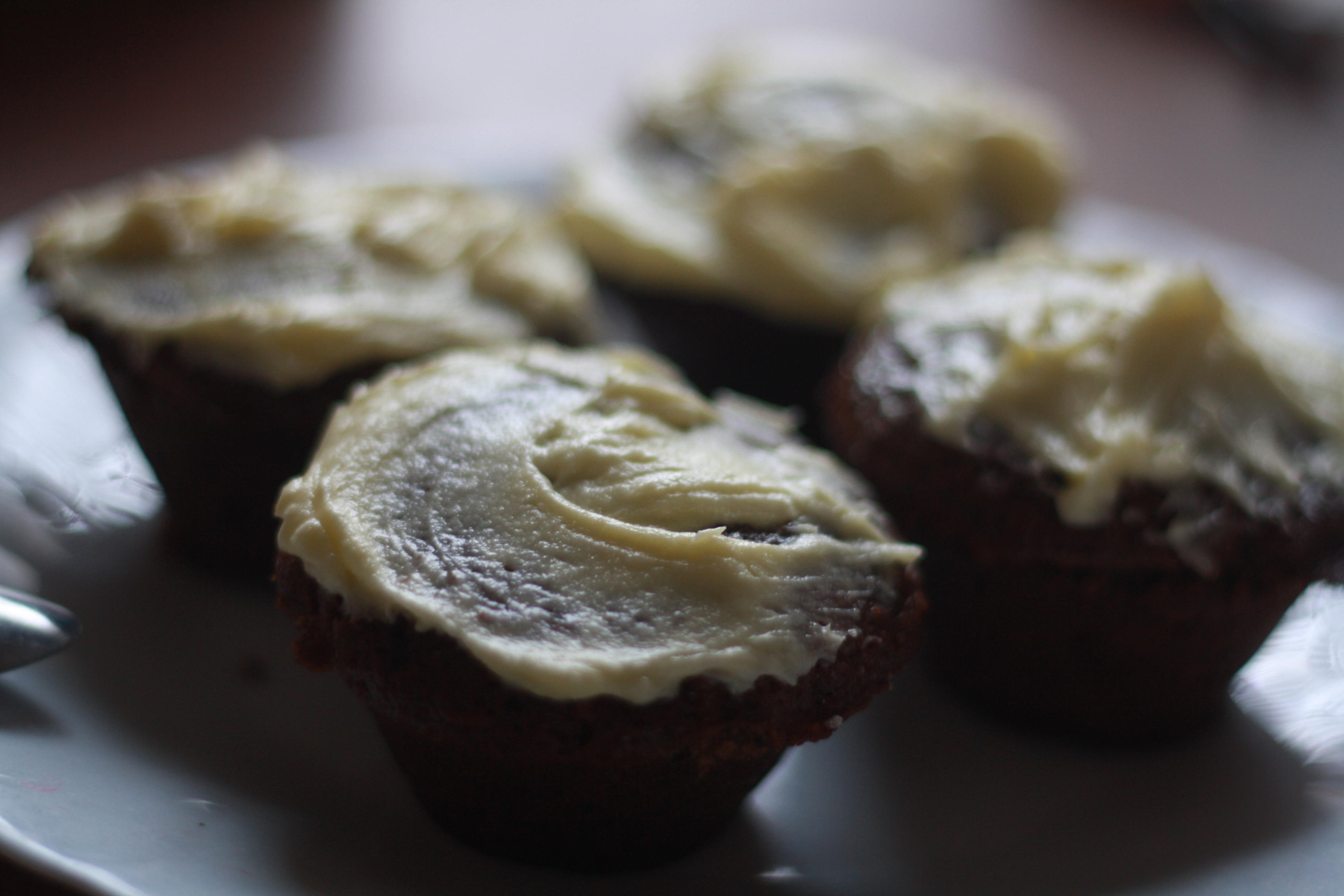 Carrot cupcakes façon pain d'épices, fourrés à la puréed'amande